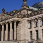 Почему немецкий парламент заседает под стеклянной крышей