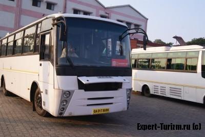 Автобус Санраз в аэропорту