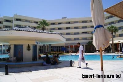 Бар у бассейна Hilton Plaza 5*, Хургада, Египет
