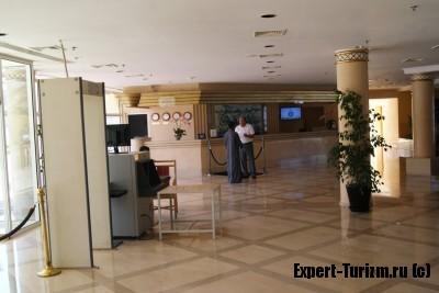 Холл отеля Hilton Plaza, Хургада