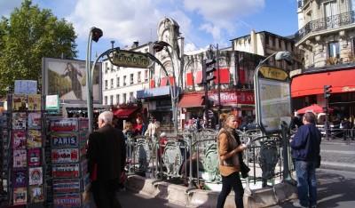 Улицы Парижа, вход в метро