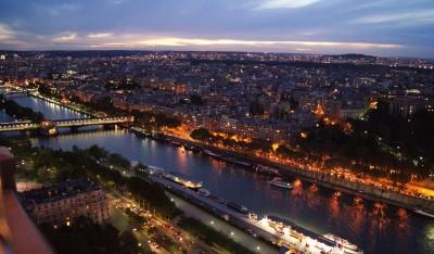 Париж с Эйфелевой башни в ночное время