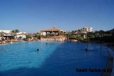 Hilton Long Beach Resort бассейн с подогревом и бар