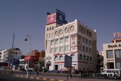 Магазин Abu Ashara market, фрукты, соки, продукты