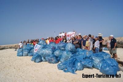 Часть мусора, собранного на острове