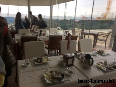 Завтрак, с этого начинается экскурсия по Стамбулу