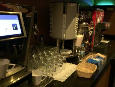 Кофе и напитки в LGM Lounge. Лаунж зона в аэропорту Сабиха Гекчен