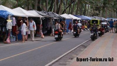 Рынок около пляжа Ката