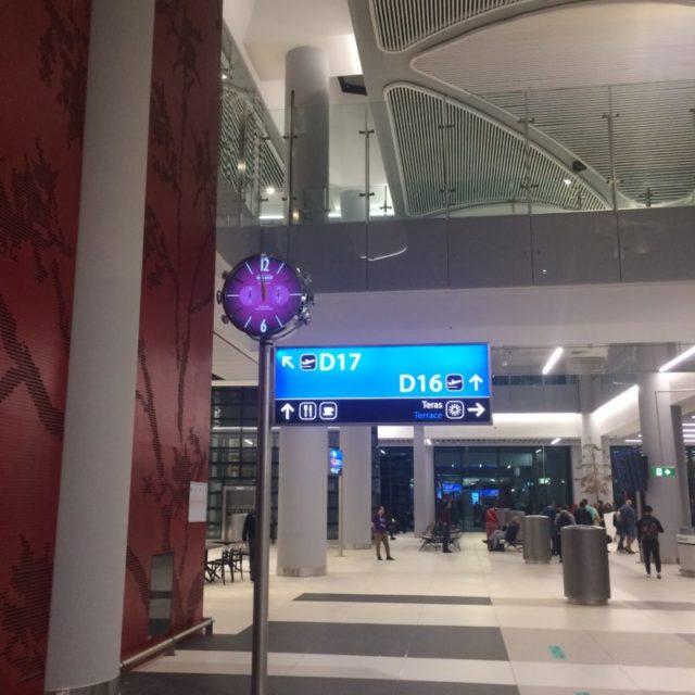 Указатели к Курилка в аэропорту Стамбула